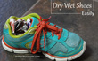 Đi mưa về, hãy làm ngay những việc này để giữ giày luôn mới tinh và không bị hôi