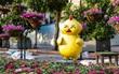 """Hình ảnh hot nhất hôm nay: Chú gà ở đường hoa Nguyễn Huệ có biểu cảm như """"hờn dỗi cả thế giới"""""""