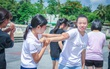 Con gái hào hứng tham gia buổi workshop về dạy võ phòng vệ cho bản thân