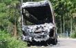 Xe khách bốc cháy dữ dội lúc rạng sáng trên quốc lộ
