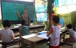 Bà giáo già 25 năm dạy học miễn phí, dùng lương hưu để chăm sóc những đứa trẻ nghèo như con ruột
