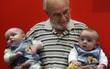 """Sở hữu """"sức mạnh"""" đặc biệt, ông lão 79 tuổi đã cứu sống 2 triệu sinh mạng trẻ sơ sinh trong suốt 60 năm"""