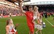 Chúc mừng Gerrard, huyền thoại Liverpool đã có quý tử sau ba công chúa xinh đẹp