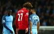 Fan Man Utd muốn treo giò Fellaini 18 tháng vì húc đầu Aguero
