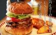 """Chiếc hamburger tổng thống Donald Trump từng ăn đang được bán """"đắt như tôm tươi"""" ở Nhật có gì?"""