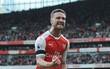 Arsenal hạ gục Tottenham, gây áp lực lên Man Utd