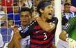 """Hai cầu thủ Mỹ điếng người vì dính đòn """"cẩu xực"""" ngay trên sân"""