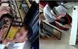 Hà Nội: Nhờ thử đồ để mua tặng bạn gái, nam thanh niên sàm sỡ nhân viên bán hàng