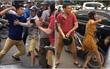 Hà Nội: Khởi tố, tạm giữ hình sự hai thanh niên xăm trổ đánh anh Tây trên đường phố