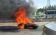 Môtô phân khối lớn bốc cháy, chủ nhân nhảy cầu tự cứu mình
