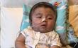 Vỡ òa hạnh phúc khi bé Phạm Đức Lộc đã mọc răng, đang tập lật
