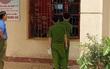 Hà Tĩnh: Xích chân gã thanh niên đập phá ủy ban, châm lửa đốt nhà