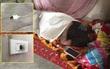 Nghe nhạc từ iPad đang sạc pin trong khi ngủ, chàng trai xấu số tử vong tại chỗ