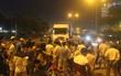 Hai nam thanh niên ở Sài Gòn bị cuốn vào gầm container, 1 người tử vong