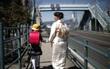 Cuộc sống tăm tối của những bà mẹ đơn thân ở Nhật