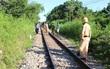 Quảng Nam: Băng qua đường sắt dân sinh, người phụ nữ bị tàu hỏa kéo lê 50 mét tử vong