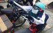 """Trò đùa gây tranh cãi trên MXH: Áo khoác, mũ bảo hiểm, khẩu trang của nữ sinh bị độn gạch bẩn để """"tạo hình"""""""