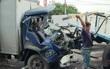 Tài xế tử vong do mắc kẹt trong cabin biến dạng vì tông vào hông xe tải đang quay đầu ở Sài Gòn