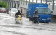 """Có """"quái vật"""" hút nước, đường Nguyễn Hữu Cảnh vẫn ngập nặng dù mưa chưa đến 1 giờ đồng hồ"""