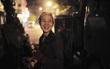 [20/10] Theo chân những phụ nữ Việt vất vả mưu sinh trong đêm và nụ cười bừng sáng ngày lễ dành cho chính họ