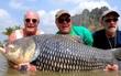 Hai gã dùng tro cốt của bạn thân để làm thính đi câu cá khổng lồ và sự thật phía sau không ai ngờ