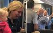 Tiếp viên American Airlines đánh phụ nữ và thách hành khách đánh nhau