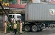 Xe đầu kéo gây tai nạn liên hoàn, bé trai 3 tuổi tử nạn