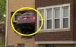 Ô tô… có cánh bay thẳng qua cửa sổ, đâm vào phòng khách nhà dân
