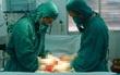 Bé trai 12 tuổi phải cắt bỏ một bên tinh hoàn vì căn bệnh vùng kín oái oăm