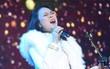 """Clip: Lưu luyến hàng chục nghìn fan Hà Nội, Mỹ Tâm thể hiện loạt hit cùng """"vũ điệu say rượu"""" tới 2 lần"""