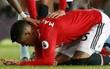 CẬN CẢNH: Rợn người với chấn thương ở đầu Marcos Rojo, phải dùng kẹp ghim để vá lại