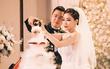 Đám cưới sang chảnh với 10.000 bông hoa tươi và váy đính 5.000 viên pha lê của cô dâu xinh đẹp ở Hà Nội