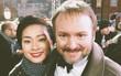 """Ngô Thanh Vân xuất hiện xinh đẹp, thân thiết bên nhà biên kịch """"Star Wars"""" tại buổi công chiếu ở London"""