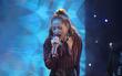 Clip: Chi Pu hát liền 3 ca khúc khi về dự prom trường cũ