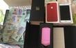 Cô gái gây tranh cãi khi khoe clip được người yêu tặng iPhone 7 màu đỏ, máy ảnh và rất nhiều tiền