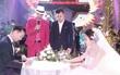 """MC Thành Trung cùng bà xã kí """"hợp đồng hôn nhân"""" trong lễ cưới"""