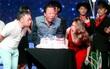 Mỹ Tâm xúc động khi được hội bạn thân tổ chức sinh nhật ngay trên sân khấu