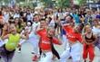 Phố đi bộ Hồ Gươm siêu hot ngày cuối tuần với màn flashmob của gần 150 người