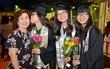 """Từng bỏ học vì rào cản ngôn ngữ, chị em sinh ba người Việt tại Mỹ """"lội ngược dòng"""" ngoạn mục, tốt nghiệp đứng đầu khóa"""