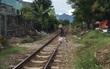 Đà Nẵng: Băng qua đường ray, cụ ông 80 tuổi bị tàu hỏa kéo lê hơn 50 mét