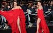 """""""Hoa hậu bị trao nhầm vương miện"""" khoe chân dài sexy, che mờ cả dàn sao Hollywood"""