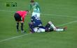 Cầu thủ đứt gân tay sau nỗ lực cứu sống thủ môn đội bạn