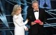 Giải thích về sự cố gây sốc Oscar 2017: Không phải do diễn viên Warren Beatty đọc sai, lỗi ở BTC!