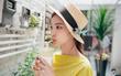 6 cách giúp bạn thoải mái nhấm nháp hạt hướng dương mà không lo bị ho