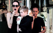 """Con gái Shiloh nhà Angelina Jolie ngày càng cao lớn và """"điển trai"""""""