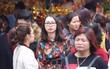 Hà Nội: Ngày làm việc đầu năm, dân công sở tranh thủ giờ nghỉ trưa để đi lễ chùa