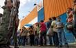 Tình cảnh cùng cực của người dân Venezuela: Sụt 11kg vì khủng hoảng kinh tế, phải bán tóc để mua nhu yếu phẩm