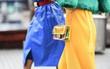 """Túi nhựa trong suốt lại """"oanh tạc"""" tại các Tuần lễ thời trang và dự là sẽ thành hot trend trong năm nay"""
