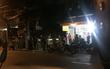 Hai nhóm thanh niên hỗn chiến, truy sát nhau từ quán nhậu đến phòng trà khiến 2 người thương vong
