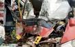 Xe cứu hộ tông xe tải bay vào nhà dân, 3 người nhập viện